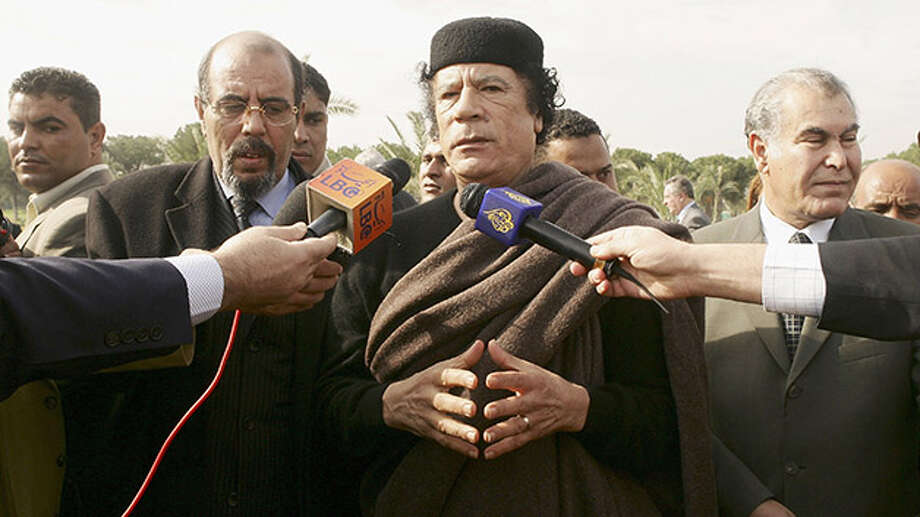 Lybian leader Moammar Gadhafi addresses to the media on November 25, 2004 in Tripoli. Photo: Pascal Le Segretain, Getty Images / Getty Images 2011
