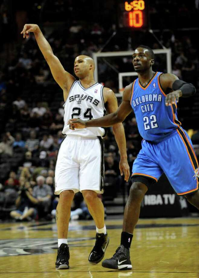 Richard Jefferson of the San Antonio Spurs, left, watches as his three-point attempt is good during first-half NBA action at the AT&T Center on Wednesday, Feb. 23, 2011. Jeff Green of the Oklahoma City Thunder watches. BILLY CALZADA / gcalzada@express-news.net  Oklahoma City Thunder at San Antonio Spurs Photo: BILLY CALZADA, SAN ANTONIO EXPRESS-NEWS / gcalzada@express-news.net