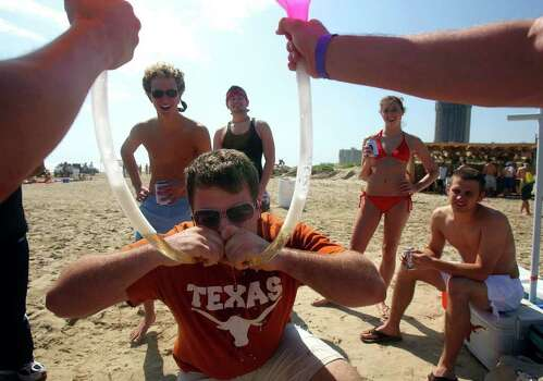 Jonathan Saperstein, a University of Texas student, takes part in a double beer bong experience during Spring Break at South Padre Island. Saperstein was imbibing at Full Throttle Beach at the Radisson Hotel on South Padre. JOHN DAVENPORT / STAFF Photo: JOHN DAVENPORT, SAN ANTONIO EXPRESS-NEWS / SAN ANTONIO EXPRESS-NEWS