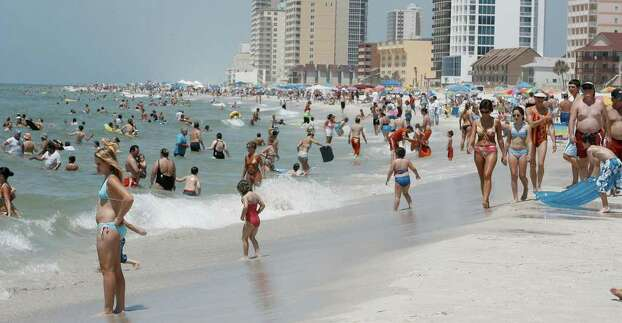 ** FOR IMMEDIATE RELEASE--FILE **People pack the beach in this May 28, 2006, file photo, in Gulf Shores, Ala. Photo: CHIP ENGLISH, AP / PRESS-REGISTER
