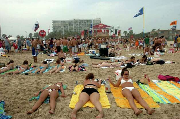 STATE/DAILY/ SPRING BREAL 2006: One of the largest Spring Break venues to high South Padre Island is Coca-Cola Beach on South Padre Island in fron of the Radisson Hotel. Activities begin from 11:00 am to 5pm daily. DELCIA LOPEZ/STAFF Photo: DELCIA LOPEZ, SAN ANTONIO EXPRESS NEWS / SAN ANTONIO EXPRESS NEWS
