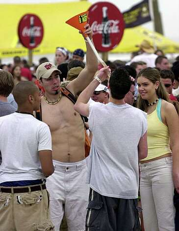STATE/DAILY/ Spring Break 2002 SPI:  Spring breakers chug beer from a funnel at South Padre Island Monday afternoon Feb.11, 2002. Many of the spring breakers where treated to a free concert on the island. STAFF PHOTO BY DELCIA LOPEZ Photo: DELCIA LOPEZ, SAN ANTONIO EXPRESS NEWS