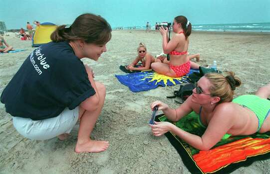 BUSINESS Vaughan 3-24-99 Mary Jane Swecker, 24, with IBM, works the Spring Break crowd at South Padre Island, Texas, as she talks with Tasha Becker, 21 on Wednesday, March 24, 1999. IBM was at the beach finding recruits. jerry lara/staff Photo: JERRY LARA / EN