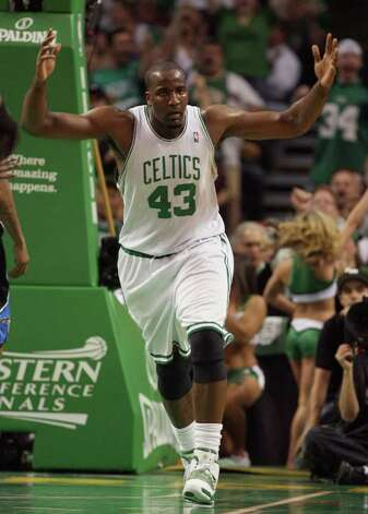 Boston Celtics' Kendrick Perkins pleads for a foul call after driving to the basket during the first quarter against the Orlando Magic in Game 3 of the NBA's Eastern Conference finals at TD Banknorth Garden in Boston, Massachusetts, on Saturday, May 22, 2010. (Gary W. Green/Orlando Sentinel/MCT) Photo: Gary W. Green, MBR / Orlando Sentinel