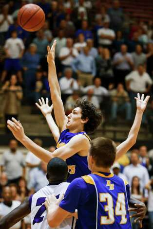 Alamo Heights Jeffery Rodewald puts up a shot with 1.51 seconds remaining in their game against Austin LBJ at Littleton Gym to give the Mules a 44-43 lead in their second round playoff game on Feb. 24, 2011.  Alamo Height went on to win the game 48-45.   Photo by Marvin Pfeiffer Photo: Marvin Pfeiffer/Prime Time Newspapers