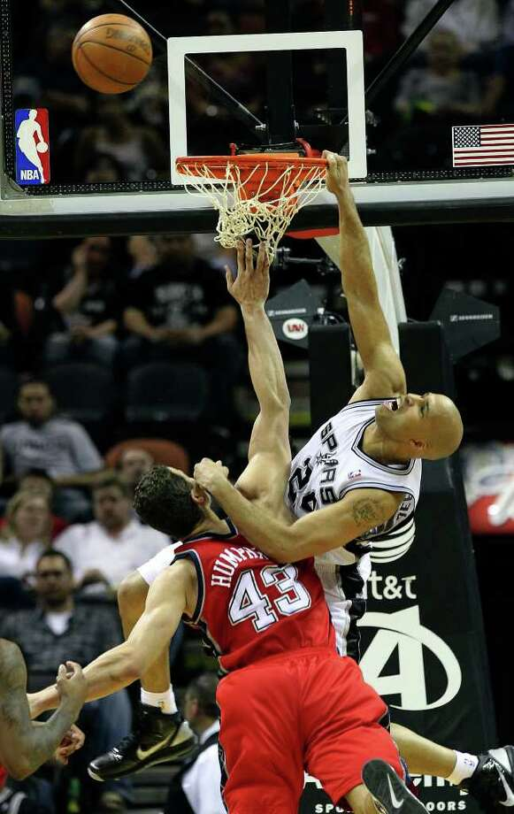 Spurs' Richard Jefferson misses a dunk against New Jersey Nets' Kris Humphries (43) in the second half at the AT&T Center on Friday, Feb. 25, 2011. Spurs won, 106-96. Kin Man Hui/kmhui@express-news.net Photo: KIN MAN HUI, SAN ANTONIO EXPRESS-NEWS / kmhui@express-news.net