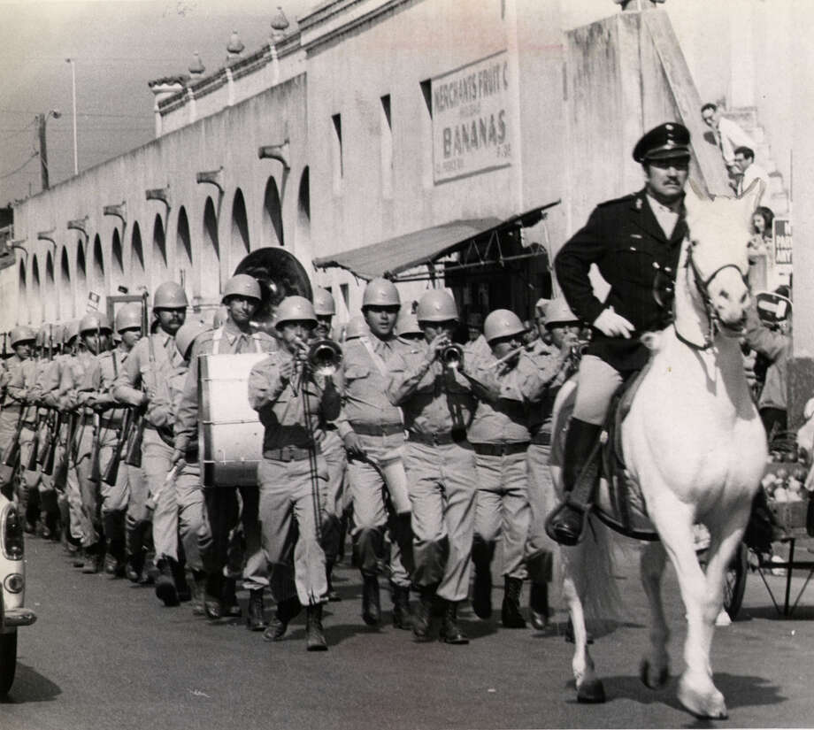 """General Maximilian Rodrigues De Santos (Peter Ustinov) leads his troops to try to retake the Alamo in """"Viva Max."""" FILE PHOTO"""