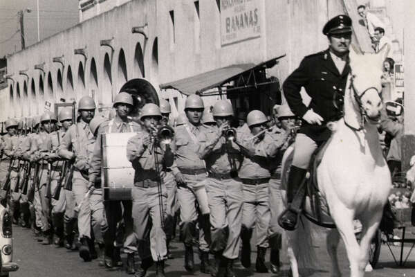 "General Maximilian Rodrigues De Santos (Peter Ustinov) leads his troops to try to retake the Alamo in ""Viva Max."" FILE PHOTO"
