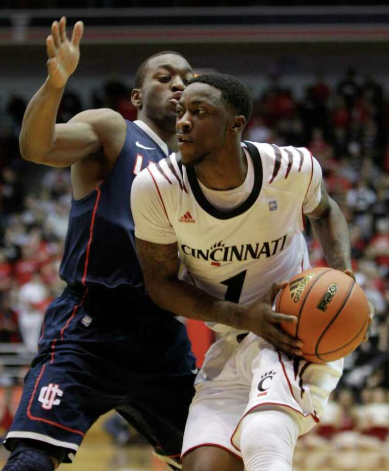 Cincinnati guard Cashmere Wright (1) drives against Connecticut guard Kemba Walker in the first half of an NCAA college basketball game, Sunday, Feb. 27, 2011, in Cincinnati. (AP Photo/Al Behrman) Photo: Al Behrman, ASSOCIATED PRESS / ASSOCIATED PRESS