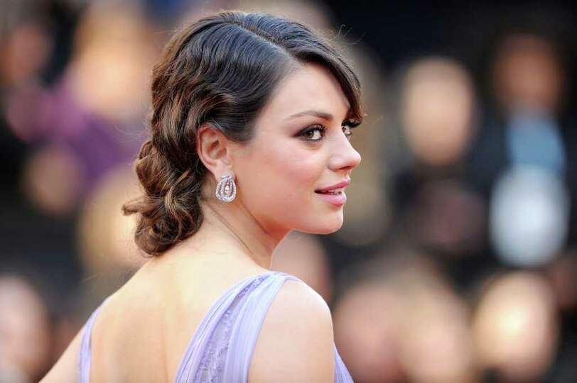 HOLLYWOOD, CA - FEBRUARY 27:  Actress Mila Kunis arrives at the 83rd Annual Academy Awards held at t