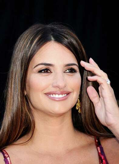 HOLLYWOOD, CA - FEBRUARY 27:  Actress Penelope Cruz arrives at the 83rd Annual Academy Awards held a