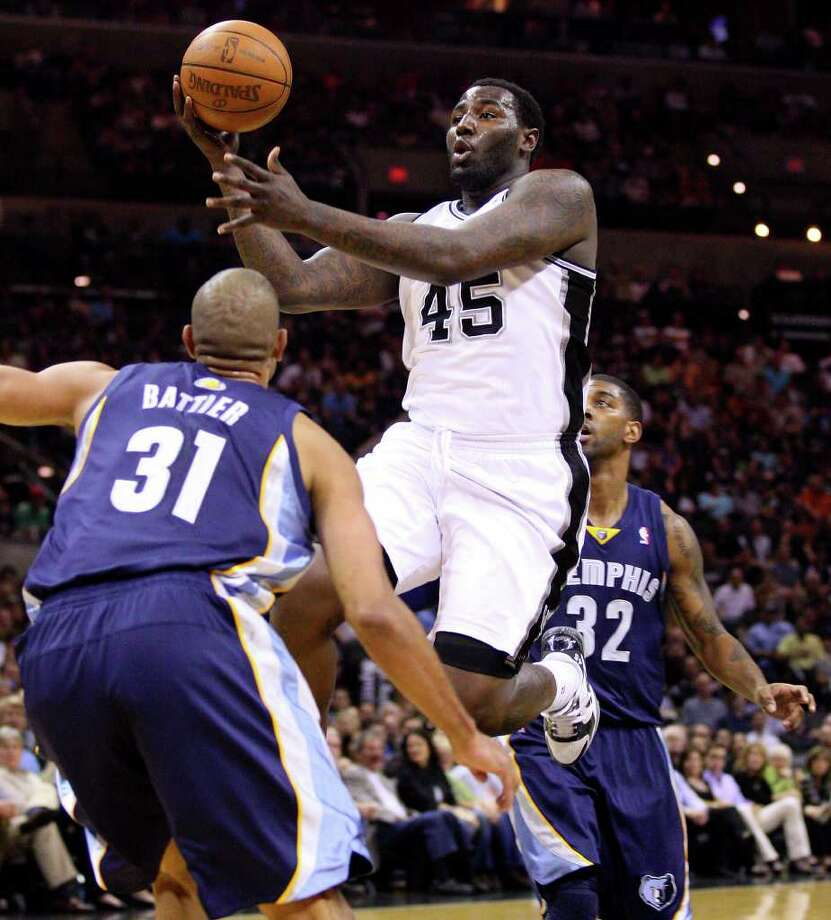 FOR SPORTS - Spurs' DeJuan Blair looks to pass between  Grizzlies' Shane Battier and Grizzlies' O.J. Mayo during first half action Sunday Feb 27, 2011 at the AT&T Center.  (PHOTO BY EDWARD A. ORNELAS/eaornelas@express-news.net) Photo: EDWARD A. ORNELAS, SAN ANTONIO EXPRESS-NEWS / eaornelas@express-news.net