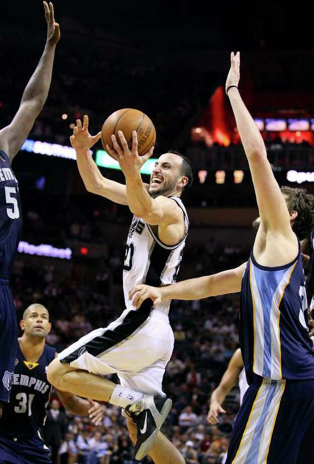 FOR SPORTS - Spurs' Manu Ginobili drives to the basket between Grizzlies defenders during second half action Sunday Feb 27, 2011 at the AT&T Center. The Spurs won 95-88. (PHOTO BY EDWARD A. ORNELAS/eaornelas@express-news.net) Photo: EDWARD A. ORNELAS, SAN ANTONIO EXPRESS-NEWS / eaornelas@express-news.net