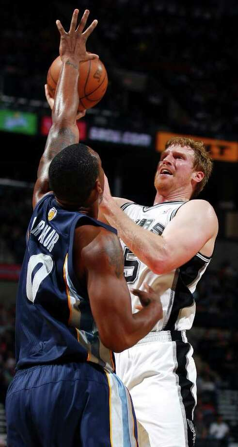 FOR SPORTS - Spurs' Matt Bonner shoots over Grizzlies' Darrell Arthur during second half action Sunday Feb 27, 2011 at the AT&T Center. The Spurs won 95-88. (PHOTO BY EDWARD A. ORNELAS/eaornelas@express-news.net) Photo: EDWARD A. ORNELAS, SAN ANTONIO EXPRESS-NEWS / eaornelas@express-news.net