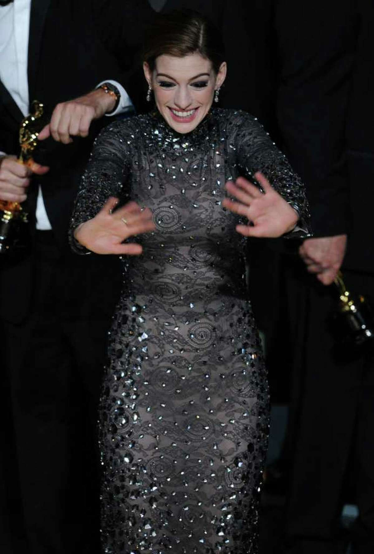 HOLLYWOOD, CA - FEBRUARY 27: Host Anne Hathaway waves goodbye at the end of the 83rd Annual Academy Awards held at the Kodak Theatre on February 27, 2011 in Hollywood, California. (Photo by Kevin Winter/Getty Images) *** Local Caption *** Anne Hathaway