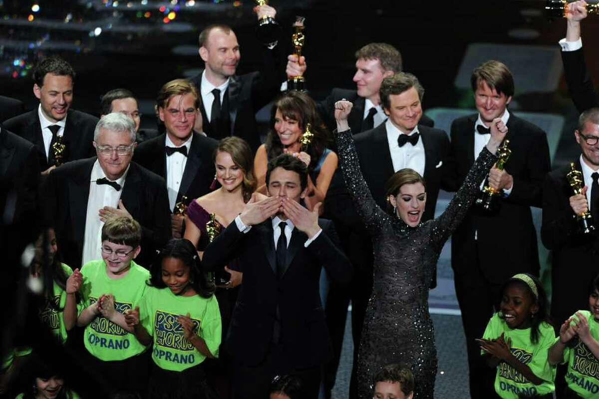 HOLLYWOOD, CA - FEBRUARY 27: Hosts James Franco and Anne Hathaway wave goodbye as many of the award winners stand behind them at the conclusion of the 83rd Annual Academy Awards held at the Kodak Theatre on February 27, 2011 in Hollywood, California. (Photo by Kevin Winter/Getty Images) *** Local Caption *** James Franco;Anne Hathaway