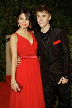 Selena Gomez and Justin Bieber arrives at the Vanity Fair Oscar Party at the Sunset Tower in Los Angeles, Calif., Sunday, Feb. 27, 2011. (AP Photo/Carlo Allegri) Photo: Carlo Allegri, FRE / R-Allegri