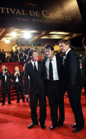 Cannes, FRANCE:  The cast of US director Oliver Stone's film 'Platoon' (from L) US actors Willem Dafoe, Charlie Sheen and Tom Berenger poses upon arriving at the Festival Palace for the premiere of US director Richard Kelly's film 'Southland Tales' at the 59th edition of the Cannes Film Festival in Cannes, southern France, 21 May 2006. The cast is in Cannes to celebrate the film's 20th anniversary. This year 20 films are competing for the Palme d'Or prize to be awarded at the end of the festival on May 28, many from renowned directors, some of whom are Cannes veterans.      AFP PHOTO / PASCAL GUYOT Photo: PASCAL GUYOT, AFP/Getty Images / 2006 AFP