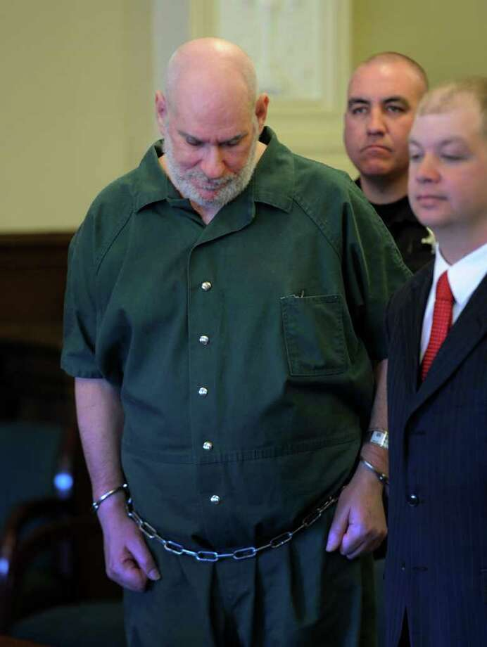 David Greenfield hangs his head Tuesday during sentencing for attempted murder. (Skip Dickstein / Times Union) Photo: SKIP DICKSTEIN / 2008