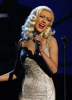 Singer Christina Aguilera performs 'A Song for You', accompanied by musician Herbie Hancock, at the 48th annual Grammy Awards in Los Angeles February 8, 2006.  REUTERS/Lucy Nicholson Photo: LUCY NICHOLSON, REUTERS / X90050