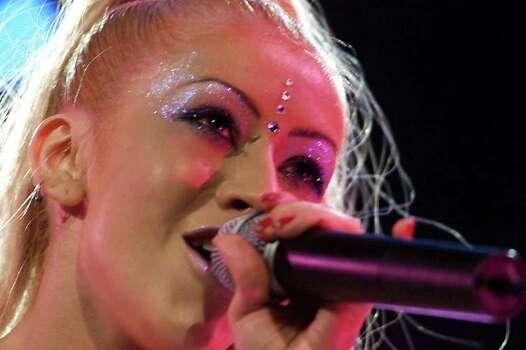 Christina Aguilera performs at Darien Lake Six Flags in Darien, N.Y., Wednesday, Aug. 30, 2000. Photo: DAVID DUPREY, AP / AP