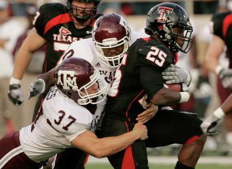 Texas Tech running back Baron Batch (25) gets tackled by Texas A&M defenders Michael Hodges (37) and Von Miller (40) during the first quarter of an NCAA college football game in Lubbock, Texas, Saturday, Oct. 24, 2009. Photo: AP