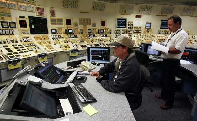 In the control room of Unit 1 at the South Texas Project, Reactor Operators David Clark (left) and Ed McConaha monitor automated systems of the reactor. Units 1 and 2 were built about 30 years ago. JOHN DAVENPORT/jdavenport@express-news.net Photo: JOHN DAVENPORT, SAN ANTONIO EXPRESS-NEWS / jdavenport@express-news.net