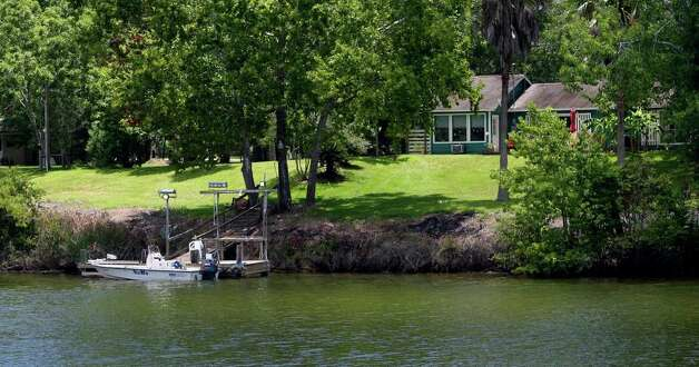 A riverfront home on the banks of the Colorado River is about three or four miles from the South Texas Project nuclear power plant near Bay City. Water use in the area is one of the major concerns of plant expansion critics. JOHN DAVENPORT/jdavenport@express-news.net Photo: JOHN DAVENPORT, SAN ANTONIO EXPRESS-NEWS / jdavenport@express-news.net