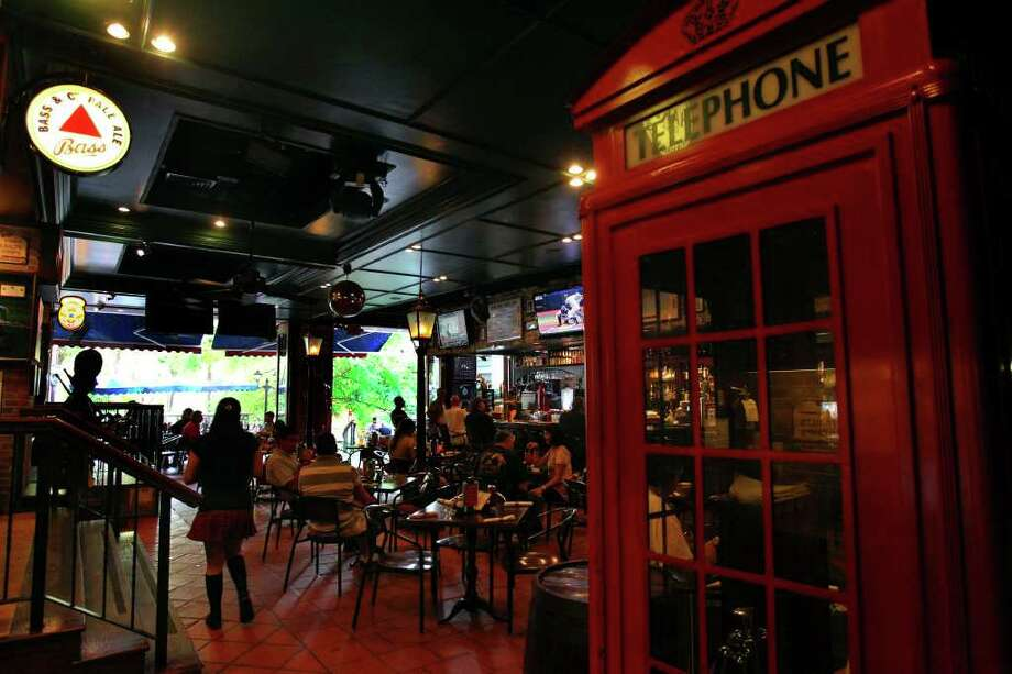 Mad Dogs British Pub on the River Walk, 123 Losoya St. Photo: JOHN DAVENPORT, SAN ANTONIO EXPRESS-NEWS / jdavenport@express-news.net