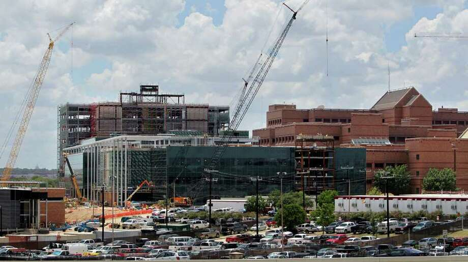 This 2010 photo shows some of the construction activity at the new BAMC facilities. Photo: Express-News File Photo, SAN ANTONIO EXPRESS-NEWS / © 2010 San Antonio Express-News