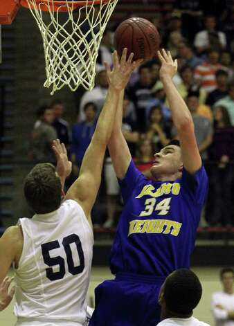 Alamo Heights' Shelby Lane (34) puts up a shot against Boerne Champion's Dallas Quick (50) in Class 4A basketball playoffs at Littleton Gym on Wednesday, Mar. 2, 1011. Kin Man Hui/kmhui@express-news.net Photo: KIN MAN HUI, Kin Man Hui/kmhui@express-news.net / San Antonio Express-News