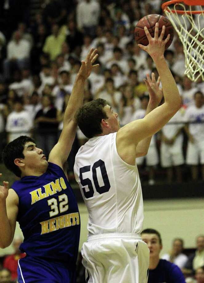 Alamo Heights' Brandon Garcia (32) attempts to defend against Boerne Champion's Dallas Quick (50) in the second half in Class 4A basketball playoffs at Littleton Gym on Wednesday, Mar. 2, 1011. Quick was fouled and the shot and helped Boerne Champion defeat Alamo Heights, 53-47. Kin Man Hui/kmhui@express-news.net Photo: KIN MAN HUI, Kin Man Hui/kmhui@express-news.net / San Antonio Express-News