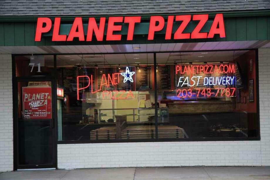 planet pizza lands in danbury connecticut post. Black Bedroom Furniture Sets. Home Design Ideas
