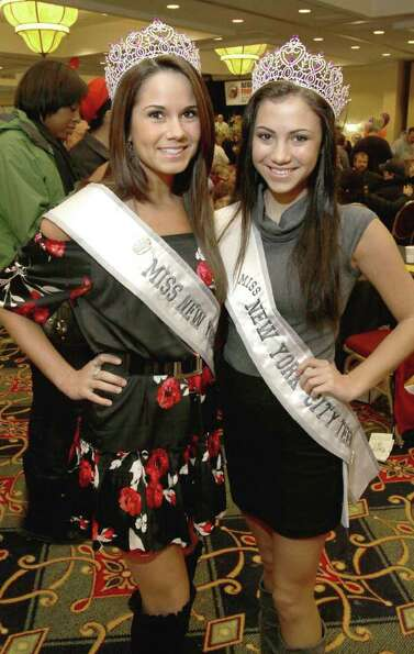 From left: Brittany Jasenski, Miss New York City, and Marissa Matzen, Miss New York City Teen, stopp