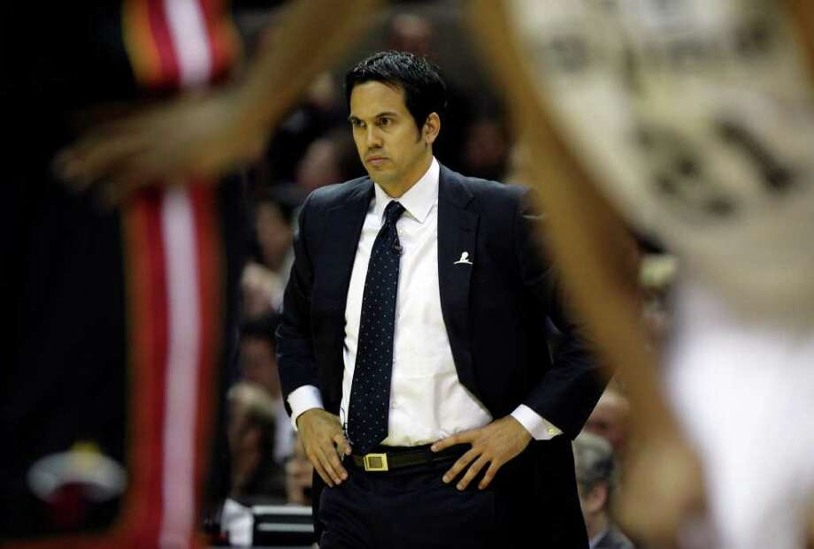 FOR SPORTS -  Miami Heat head coach Erik Spoelstra looks on during the first half of their NBA game at the AT&T Center in San Antonio, Texas Friday, March 4, 2011. (PHOTO BY KEVIN MARTIN/kmartin@express-news.net) Photo: KEVIN MARTIN, SAN ANTONIO EXPRESS-NEWS / San Antonio Express-News NFS
