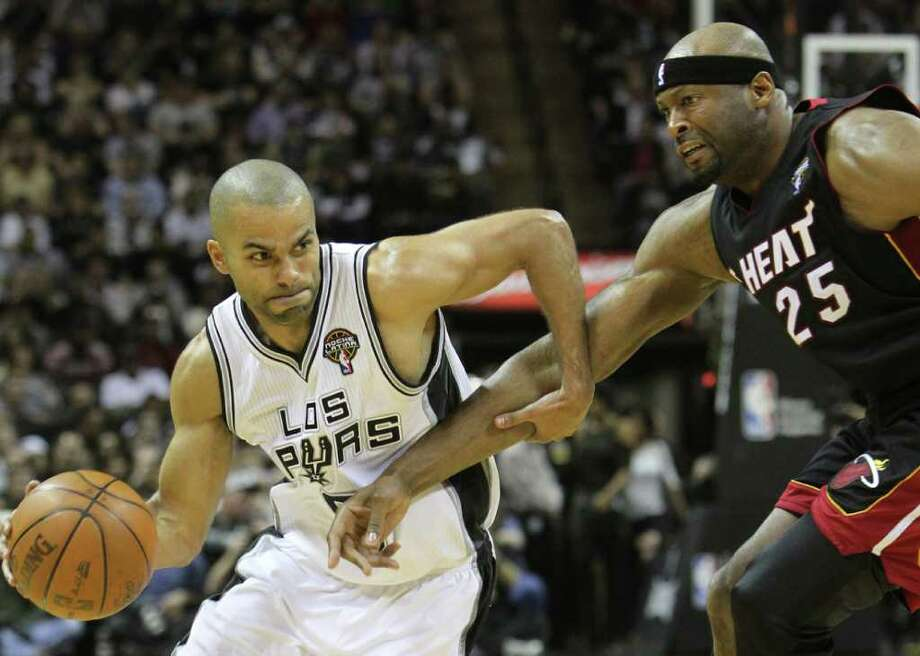 San Antonio Spurs guard Tony Parker (9) drives past Miami Heat center Erick Dampier (25) in the second half at the AT&T Center on Friday, Mar. 4, 2011. Kin Man Hui/kmhui@express-news.net Photo: KIN MAN HUI, SAN ANTONIO EXPRESS-NEWS / San Antonio Express-News NFS