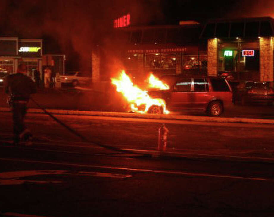 Heavy Fire Consumes Suv At Fairfield Diner Fairfield Citizen