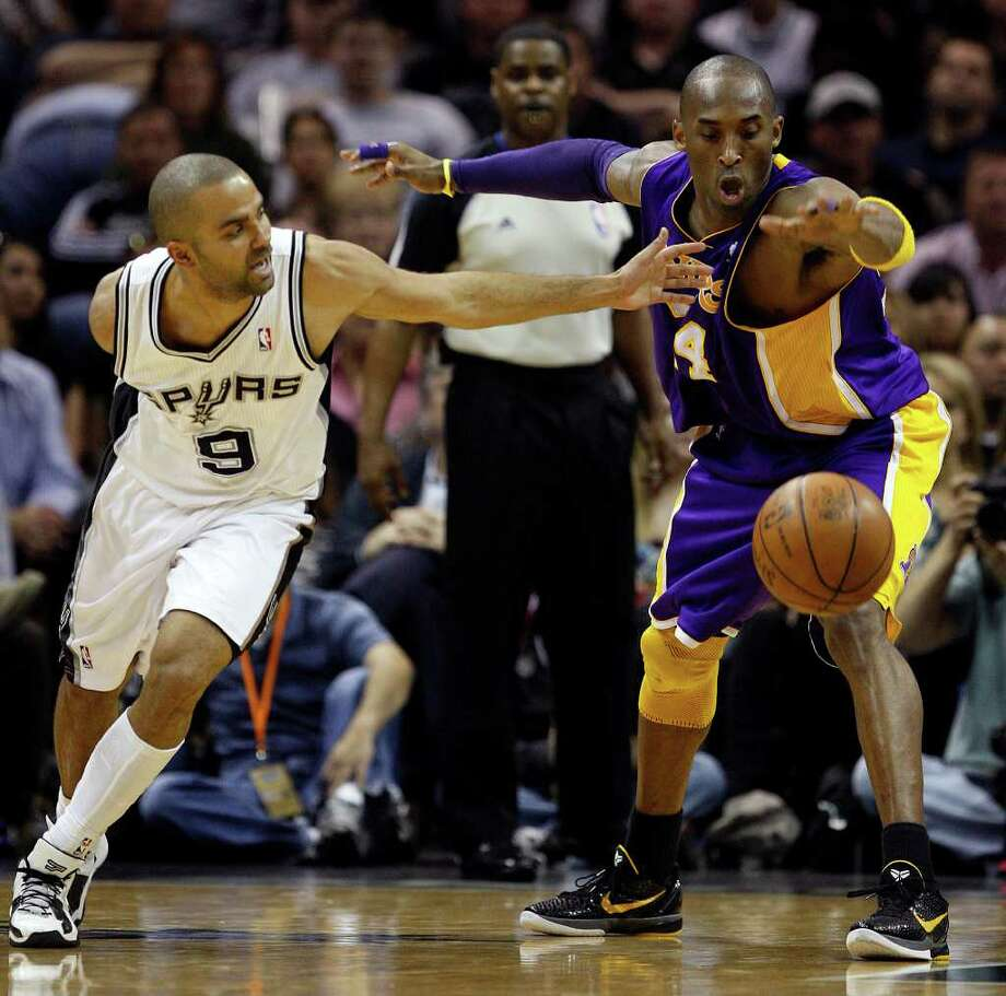 SPURS -- Los Angeles Lakers guard Kobe Bryant regains control of the ball after an attmpted steal by San Antonio Spurs guard Tony Parker during the first half at the AT&T Center, Sunday, March 6, 2011. JERRY LARA/glara@express-news.net Photo: JERRY LARA, San Antonio Express-News / SAN ANTONIO EXPRESS-NEWS (NFS)