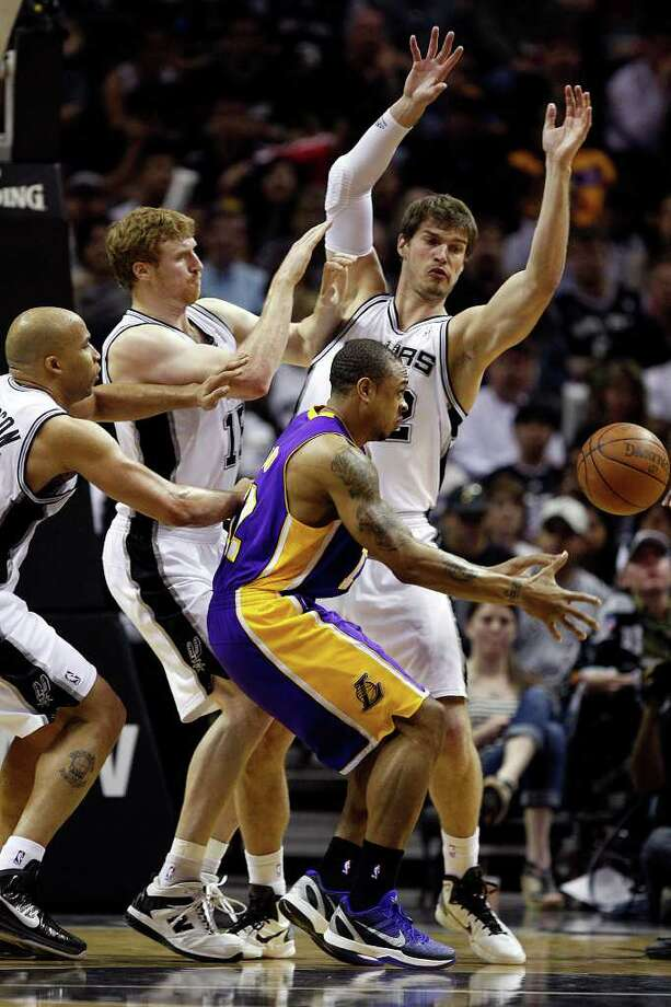 SPURS -- San Antonio Spurs from left, Richard Jefferson, Matt Bonner and Tiago Splitter attempt to defend as Los Angeles Lakers Shannon Brown passes to the perimeter during the second half at the AT&T Center, Sunday, March 6, 2011. The Lakers won 99-83. JERRY LARA/glara@express-news.net Photo: JERRY LARA, San Antonio Express-News / SAN ANTONIO EXPRESS-NEWS (NFS)