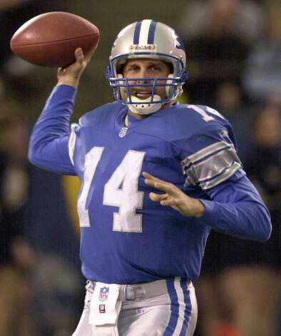 Detroit Lions quarterback Ty Detmer (14) throws against the Dallas Cowboys in the second quarter at the Silverdome in Pontiac, Mich., Sunday, Jan. 6, 2001. Detmer was 24-of-40 for 242 yards with two touchdowns and no interceptions in the Lions' 15-10 win. Photo: PAUL SANCYA, AP / AP