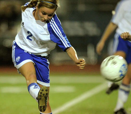 Milla Brusenhan of Alamo Heighgts kicks the ball during high-school girls soccer action against Boerne Champion in Alamo Heights on Tuesday, March 11, 2011. Photo: BILLY CALZADA/gcalzada@express-news.net