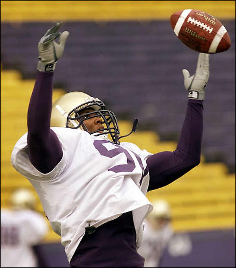 The Huskies have high hopes for junior outside linebacker Kai Ellis, who wears the same jersey number (90) as former UW great Steve Emtman. Photo: Mike Urban/Seattle Post-Intelligencer