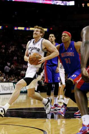 SPURS -- San Antonio Spurs Matt Bonner runs pass Detroit Pistons Charlie Villanueva in the first half at the AT&T Center, Wednesday, March 9, 2011. Bonner ended up with 11 points for the game. JERRY LARA/glara@express-news.net Photo: JERRY LARA, San Antonio Express-News / SAN ANTONIO EXPRESS-NEWS (NFS)