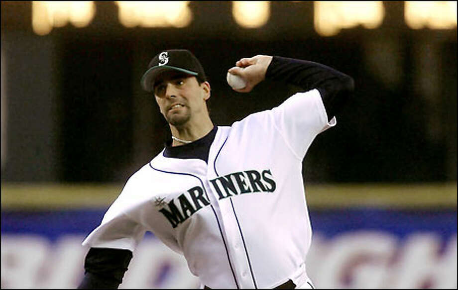 John Halama pitched seven strong innings against Anaheim, yielding six hits and one run while striking out five. He threw 104 pitches. Photo: Gilbert W. Arias/Seattle Post-Intelligencer