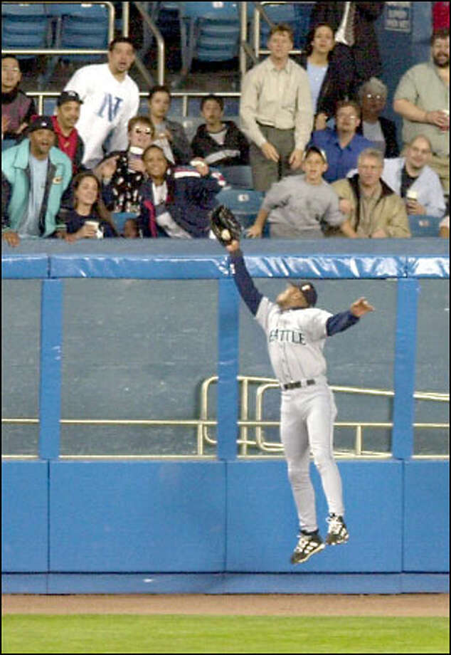 Mariners left fielder Al Martin robs the Yankees' Alfonso Soriano of a home run in the second inning. The catch preserved a 2-0 Seattle lead. Photo: / Associated Press