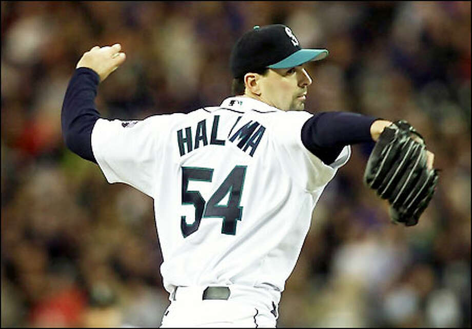 Mariners starter John Halama pitched eight innings, but left trailing the Red Sox 2-0. He gave up seven hits and struck out five. Photo: Gilbert W. Arias/Seattle Post-Intelligencer