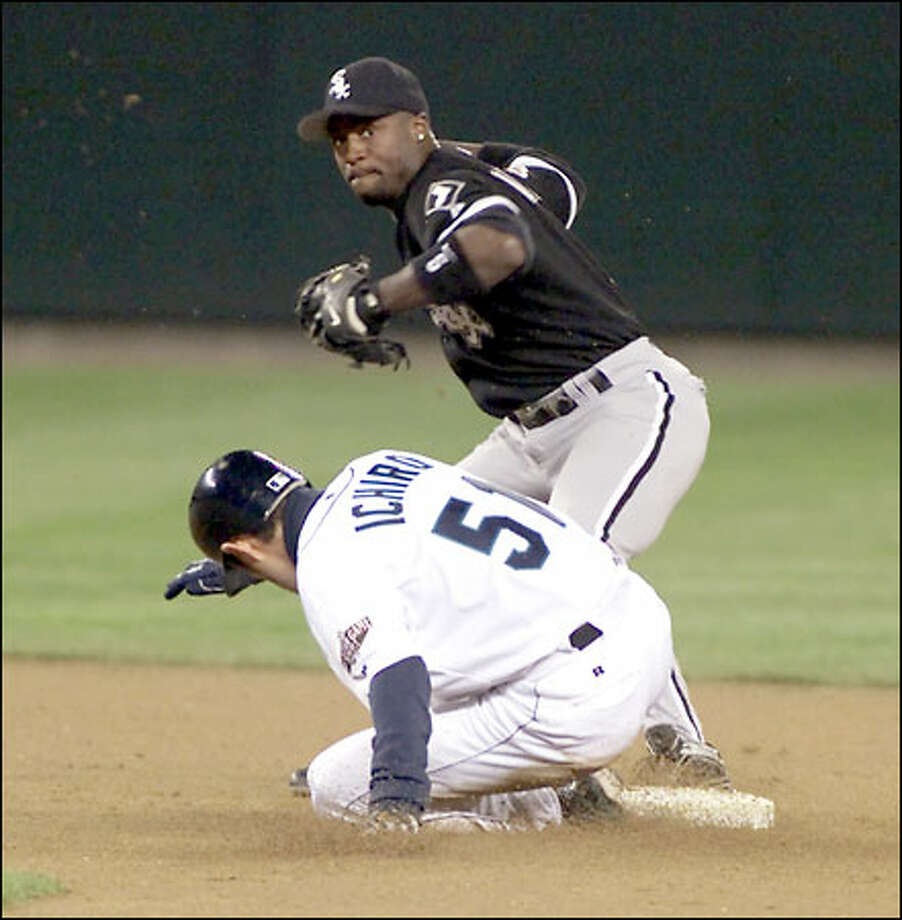Mariners right fielder Ichiro Suzuki is forced out by White Sox second baseman Ray Durham in the seventh inning. Ichiro lashed a run-scoring double in the second, extending his hitting streak to 21 games. Photo: / Associated Press