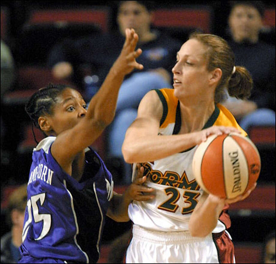 Storm newcomer Katy Steding looks inside for a passing opportunity against Kedra Holland-Corn in Seattle's exhibition victory over Sacramento. Photo: / Associated Press