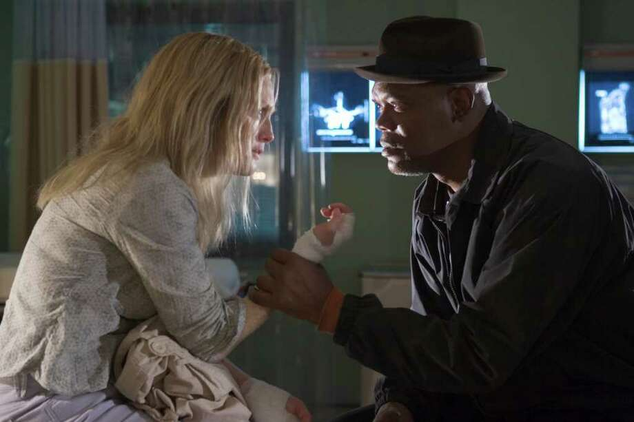 FL-176 - Julianne Moore (l) and Samuel L. Jackson star in Revolution StudiosÕ powerful drama Freedomland, a Columbia Pictures release.