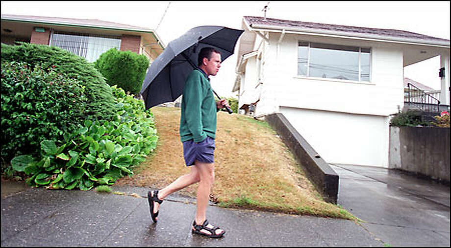 Twice a week, rain or shine, Willie Weir walks from his home in Mount Baker to Bob Nadir's house to read to his friend, who has Lou Gehrig's disease. Photo: / Seattle Post-Intelligencer